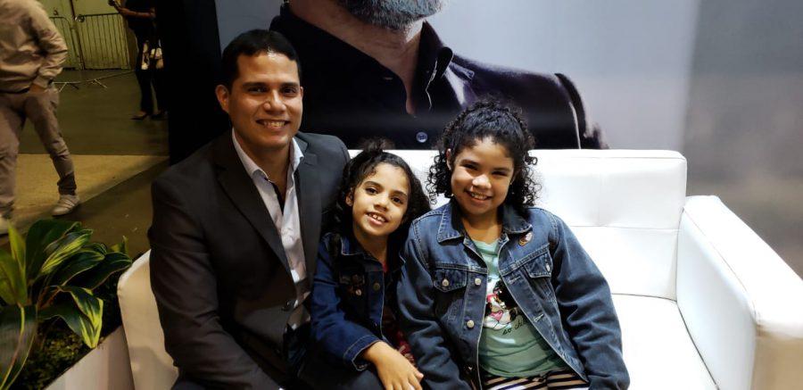 María Sofía de 9 años y Gianna de 7 años, no ocultan su alegría cuando están con papá.