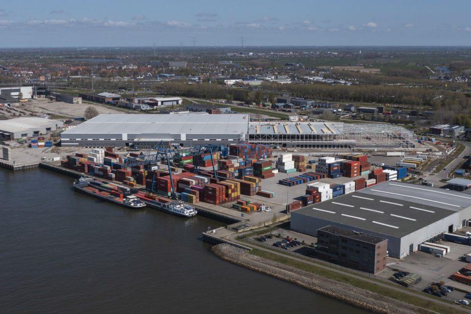 Japanese company Kubota chooses port of Rotterdam for Northern European distribution